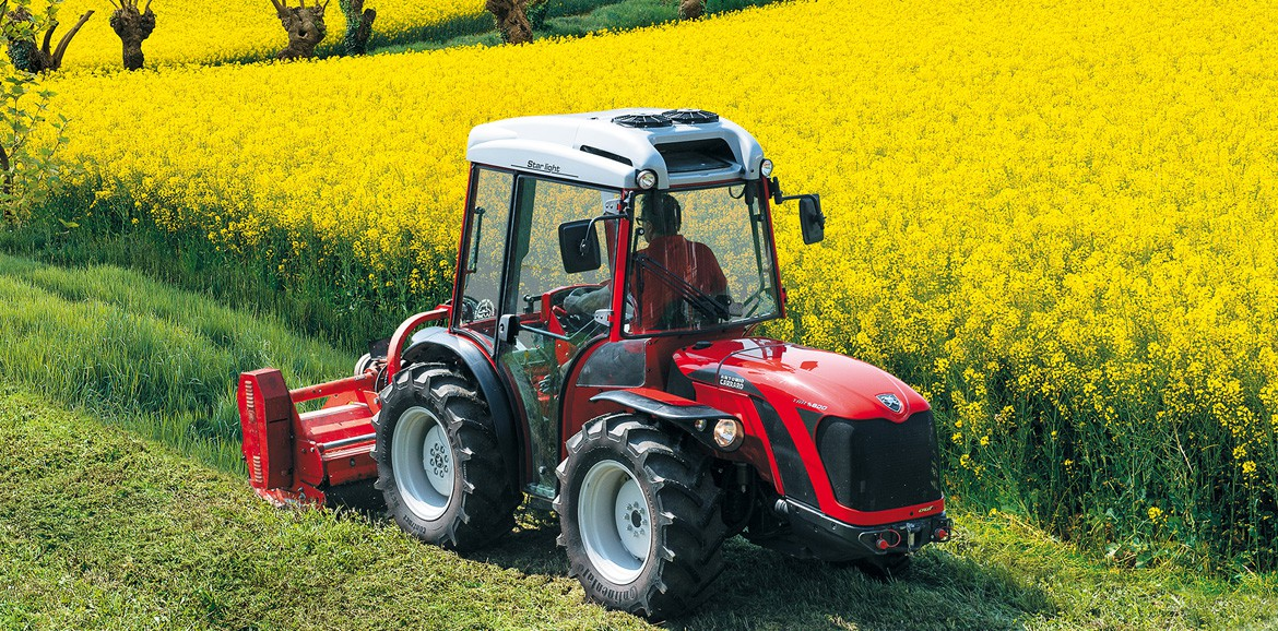 Antonio Carraro TRH 9800, isodiametric reversible tractor with hydrostatic transmission-comfort