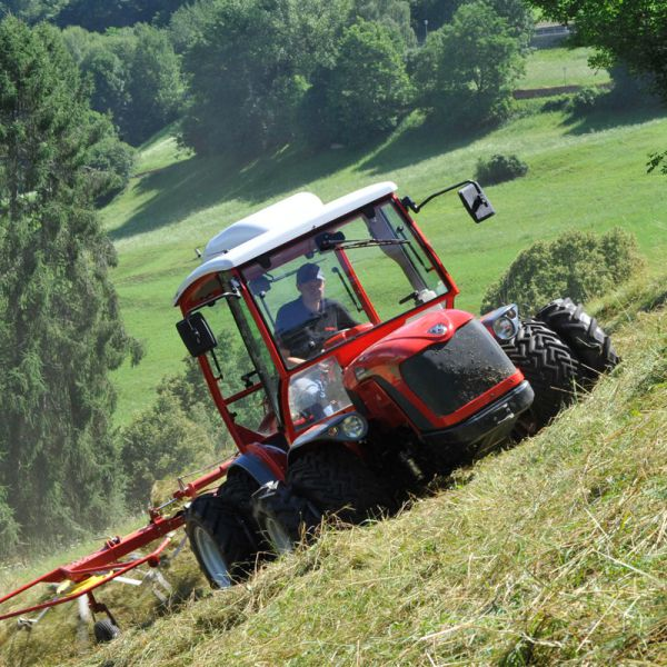 Antonio Carraro, tractors: TTR 7600 Infinity, isodiametric reversible steering tractor with Hydrostatic transmission