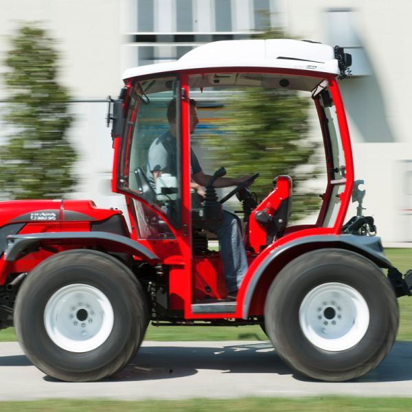 Antonio Carraro, tractors: TTR 7600 Infinity, isodiametrioc reversible steering with hydrostatic transmission