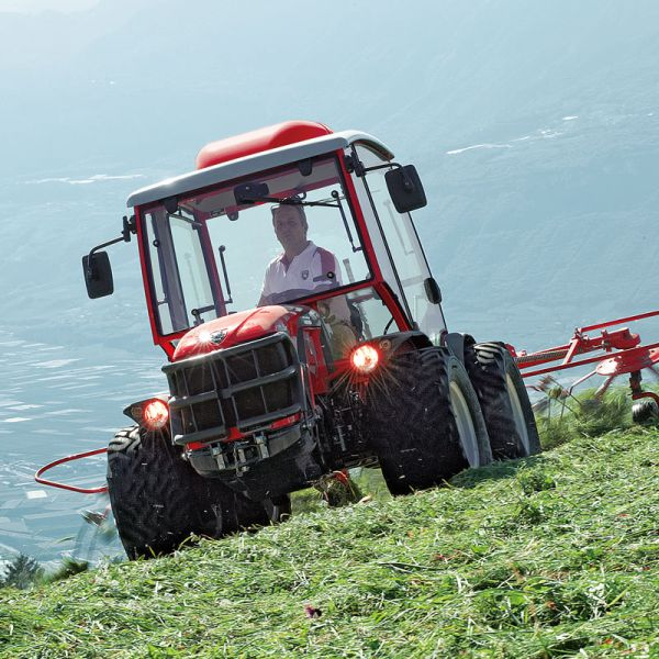 Compact tractor for steep slopes